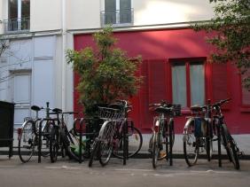 2 sisters in paris bicycles