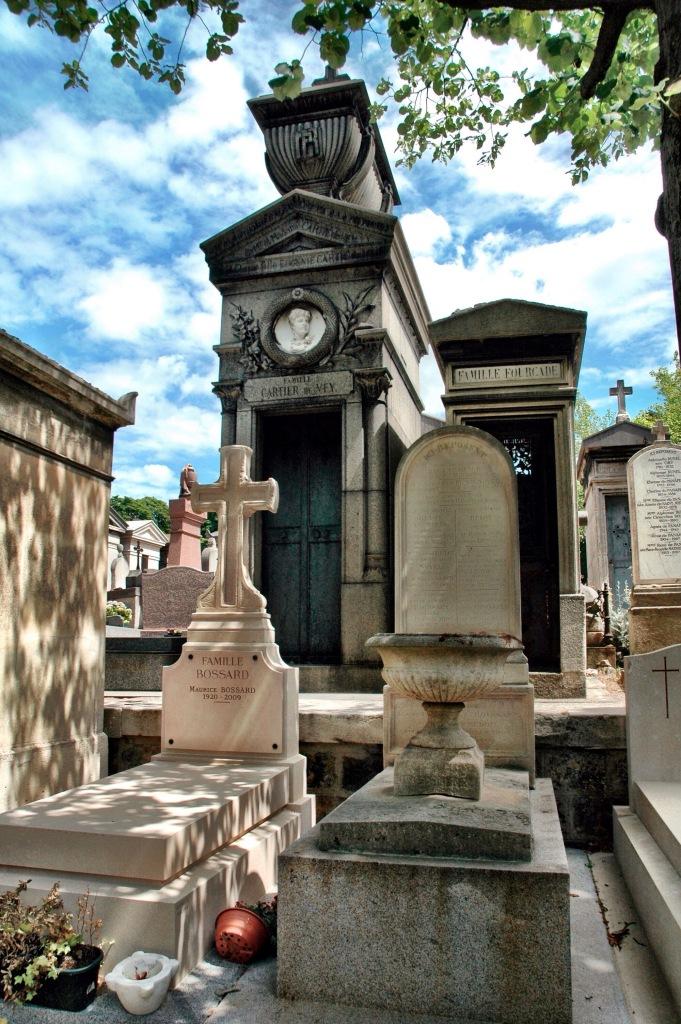 Père Lachaise Cemetery in paris at #2sistersinparis